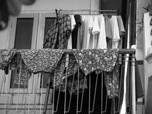 Kläder som torkar på balkongen Royaltyfria Foton