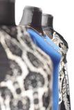 Klädersamling på skyltdockor i modelager Arkivbild