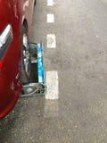 Klämd fast bil i gatan Royaltyfria Foton