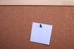klämmde fast etiketter för bräde kork Arkivbilder