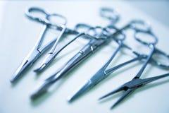 klämmer fast läkarundersökning Arkivbild