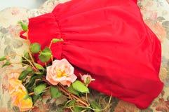 Klänning med några äldre rosor Fotografering för Bildbyråer