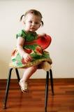 klänningflicka little fjäder royaltyfri foto
