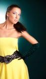 klänningkvinnayellow Royaltyfri Bild