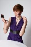 klänningmakeuppurple som sätter kvinnabarn Royaltyfri Fotografi