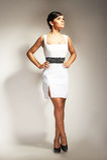 klänningmodemodellen poserade white arkivbild