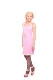 klänningpink som ler den prickiga kvinnan Fotografering för Bildbyråer