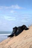 Klänningskor på stranden Arkivfoton