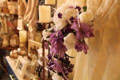 Klär purpurfärgade blommor för tappning royaltyfri fotografi