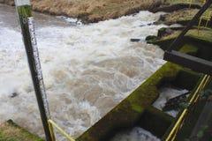 Kläranlage-Abflusskanal Stockfoto