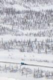 Klärung der Straße vom Schnee in der Tundra, Draufsicht Stockbild