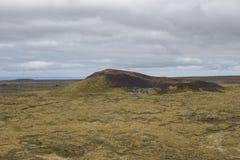 Klättra en krater i Island Royaltyfri Fotografi