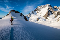 Klättra i berg i Nya Zeeland Royaltyfri Bild