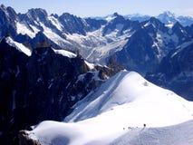 Klättra i massiva Mont Blanc, Chamonix Arkivbild