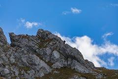 Klättra på monteringen Brunni på Engelberg i de schweiziska fjällängarna arkivfoto