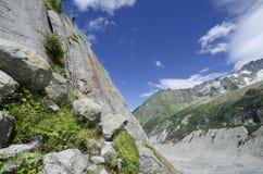 Klättra rutten till glaciären i de franska fjällängarna Royaltyfri Foto