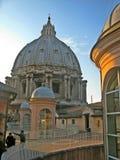 Klättra till kupolen av basilikan av San Pedro royaltyfri foto