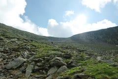 Klättra upp kullarna Arkivbild