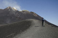 Klättra vulkan Etna Arkivbild