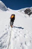 Klättrare på bergtoppmötet Royaltyfria Foton