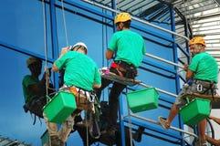 klättrare som tvättar fönster Fotografering för Bildbyråer