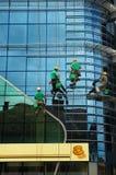 klättrare som tvättar fönster Arkivfoton