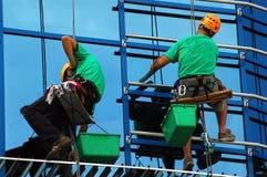 klättrare som tvättar fönster Royaltyfri Bild
