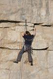 klättrarekvinnlig royaltyfria bilder