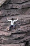 klättrarekvinnlig Fotografering för Bildbyråer