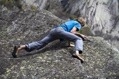 klättringen knyter rockrep två Arkivfoto