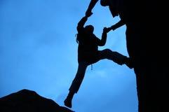 klättringsilhouette Arkivfoton