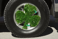 Klöverbladskorsningen på lastbilen, Sts Patrick dag ståtar, 2014, södra Boston, Massachusetts, USA royaltyfria foton