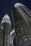 kl马来西亚晚上天然碱塔孪生 免版税图库摄影