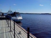 Kl?sterlicher Pier f?r Schiffe vor der Transfiguration des Solovetsky-Klosters Russland, Arkhangelsk-Region, Primorsky lizenzfreies stockbild