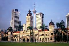 KL toren en Sultan Abdul Samad Building Stock Afbeeldingen
