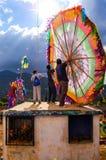 Klaar om een reuzevlieger in de begraafplaats, Guatemala te vliegen Royalty-vrije Stock Foto's
