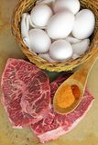 Klaar om vlakke ijzerlapje vlees en eieren te koken Royalty-vrije Stock Afbeeldingen