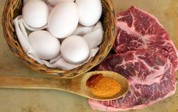 Klaar om vlakke ijzerlapje vlees en eieren te koken Stock Foto's