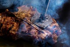 Klaar Rib,  lapje vlees op welke brandwonden het stigma stock afbeelding