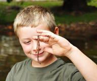 Klaar Vissen/Jongen en Worm Royalty-vrije Stock Foto