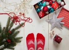 Klaar voor Kerstmis het verfraaien Stock Afbeeldingen