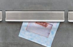 Klaff av en metallisk bokstavsask royaltyfri fotografi