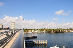 Klaffbro över intercoastal i södra Florida royaltyfri bild