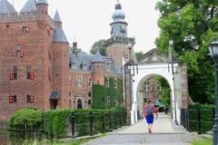 Klaffbro för slottNyenrode universitet, Nederländerna Arkivbilder