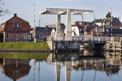 Klaffbro i Woerden i Nederländerna arkivfoton