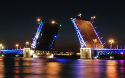 Klaffbron är i St Petersburg fotografering för bildbyråer