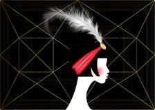 Klaffflicka, retro kvinna av tjugotal Retro partiinbjudandesign med en härlig stående20-talstil, modekontur Arkivfoton