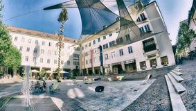 KLAGENFURT, AUSTRIA - AGOSTO DE 2013: Calles hermosas de la ciudad en suma imágenes de archivo libres de regalías