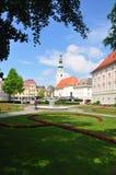 Klagenfurt Austria, Czerwiec, - 3, 2017: Landhaus park z widokiem przy Heiligengeistkirche obrazy stock