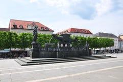 Klagenfurt Austria, Czerwiec, - 4, 2017: Lindwurmbrunnen Lindworm fontanna przy Neuer Platz obraz stock